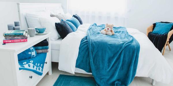 Jak urządzić sypialnię latem?