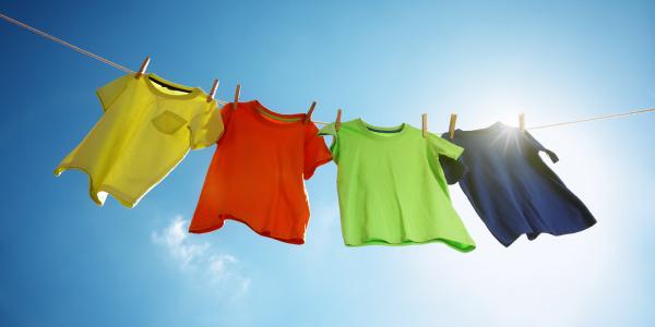 Jak rozwieszać pranie żeby prasować mniej?